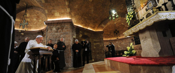 Pope Francis praying at the tomb of St Francis