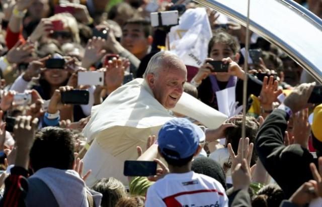 Pope Francis greets people as he leaves after celebrating a Mass at the Cristo Redentor square in Santa Cruz, Bolivia July 9, 2015.  REUTERS/Mariana Bazo