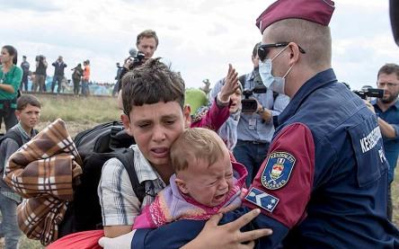 refugees-hungary-p_3432984k