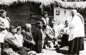 A priest with Mapuche in the past